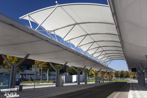 Zentrale Bus- und Straßenbahnhaltestelle